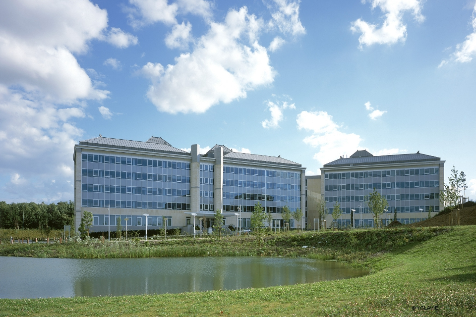 Bms parc de l 39 alliance atelier d 39 architecture de genval - Bristol myers squibb office locations ...